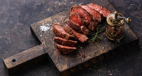 Https%3a%2f%2fimages.ctfassets.net%2fjigso8mmhmq2%2fqkvo1zo1co6cuoy4skquw%2f1225fd73d4d667cfdc0b67f8c5aaccfe%2frecipes   cooked beefsliced steak on cutting board.jpg%3f?ixlib=rails 2.1